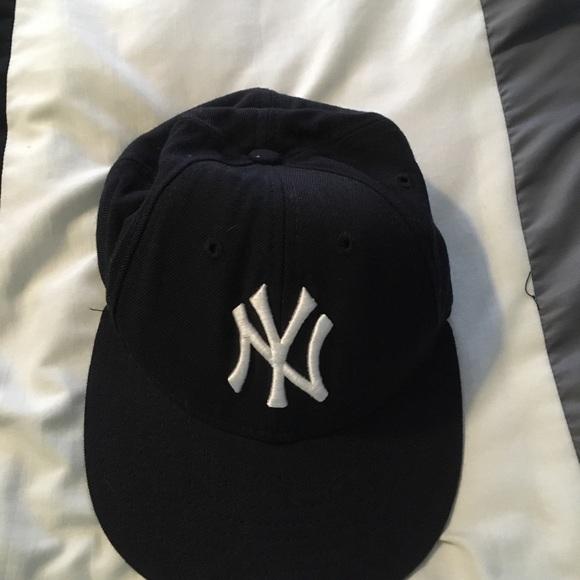 17a15b5ece235 New York Yankees low profile baseball hat. M 5a5a18d42c705d7d1a061c37